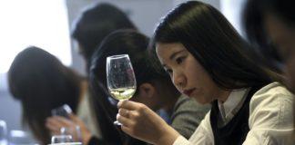 महिलाओं ने शराब ठेकेदारी में दिखाई दिलचस्पी