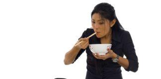 जमीन पर बैठकर खाना खाने के फायदे